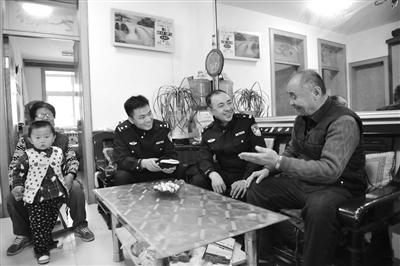 东昌府刑侦五中队民警回访案件当事人张先生