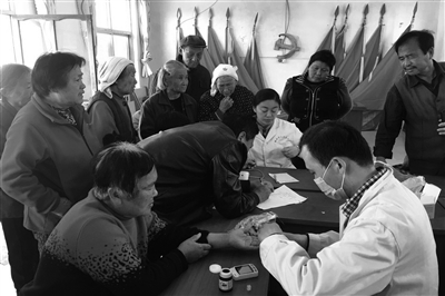 聊城市人民医院分院到盖庄村为全村在家的老人进行免费义诊