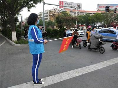 柳园街道新时代文明实践分中心的志愿者们走上街头