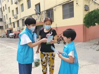 社区志愿者垃圾分类宣传活动