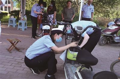 对符合挂牌条件的电动自行车进行登记挂牌